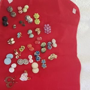 Lot of 30 vintage clipon and screwback earrings